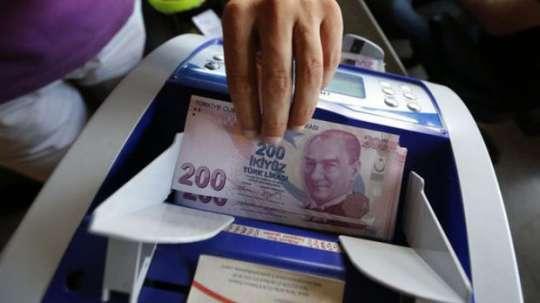 Türkiyədə dolların məzənnəsi 6 lirəni keçdi