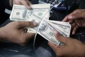 Banklarda dolların alış-satış qiyməti: kim daha ucuz alıb-satır? (SİYAHI)