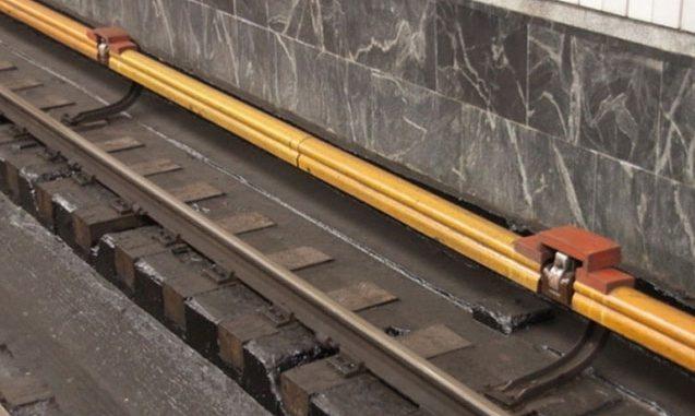 Özünü relslərin üstünə atdı – Metroda hadisə