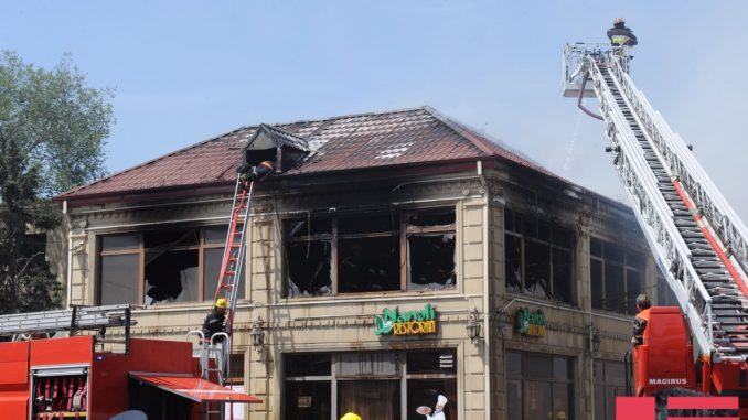 Bakıda restoran yandı – GENERAL HADİSƏ YERİNƏ GƏLDİ
