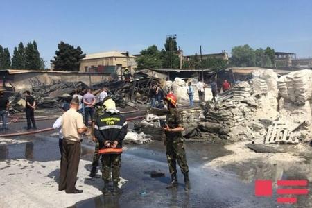 """""""Dərnəgül"""" bazarı yandı – sahibkarlara 100 minlərlə ziyan dəydi"""