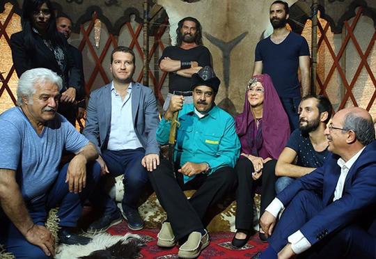 Venesuella prezidenti məşhur türk serialının çəkiliş meydançasına gəldi – Fotolar