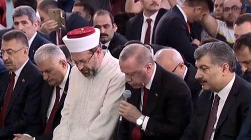 """Ərdoğan şəhidlər üçün """"Quran"""" oxudu"""