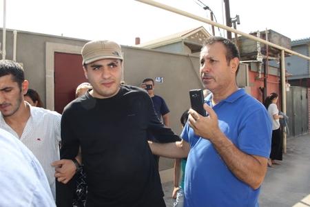 Mehman Hüseynov anası dəfn edildi – FOTOLAR