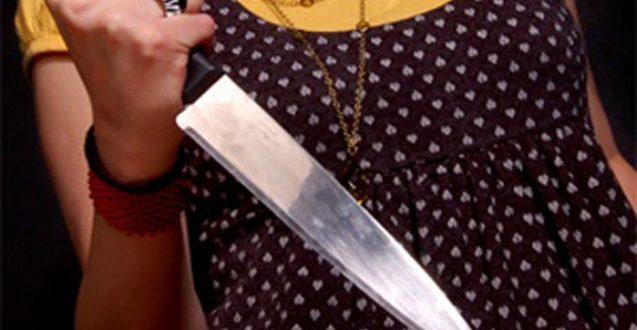 Qadın ərinin sevgilisini bıçaqladı – Füzulidə hadisə