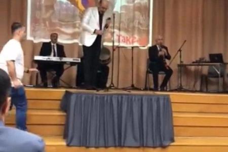 Xalq artisti Laçının işğal günü erməni bayrağı ilə konsert verib?